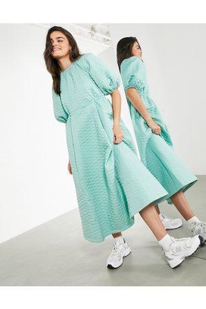 ASOS Senhora Vestidos Midi - Quilted midi dress in sage green