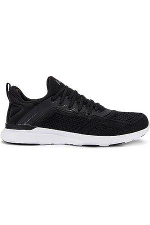 APL Athletic Propulsion Labs Senhora Tops de Cavas - TechLoom Tracer Sneaker in - Black. Size 10 (also in 6, 6.5, 7, 7.5, 8, 8.5, 9, 9.5).