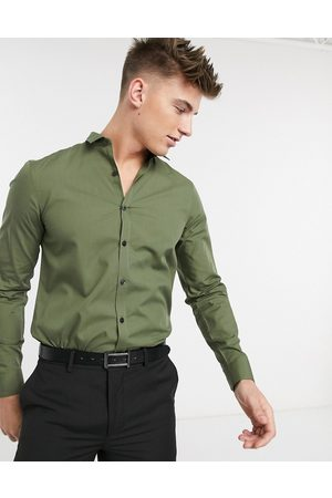 New Look Long sleeve poplin shirt in khaki-Green