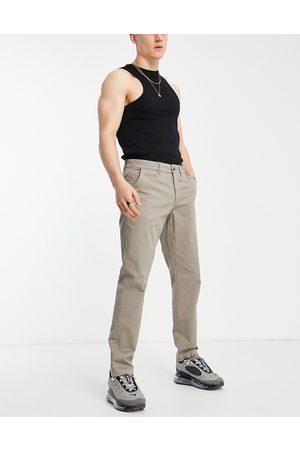 New Look Homem Calças Chino - Slim chino trousers in dark grey