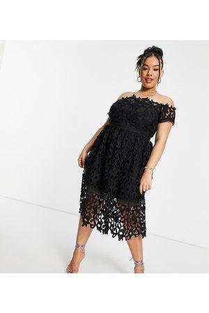Chi Chi London Senhora Vestidos de Festa - Bardot cutwork lace midi prom dress in black