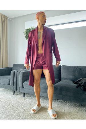 ASOS Homem Conforto - Co-ord satin dressing gown in burgundy-Red