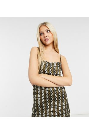 COLLUSION Senhora Vestidos Casual - Chain print thigh high 90's slip dress in brown-Multi