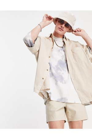 ASOS Homem Casual - Boxy oversized cord shirt in stone-Neutral