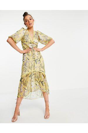 Hope & Ivy Balloon sleeve drop hem midi dress in yellow daisy print