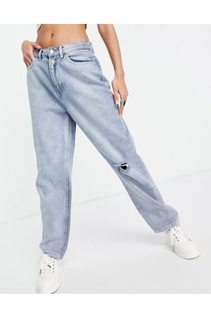 Urban Bliss Slim straight leg with rips in light wash-Blue