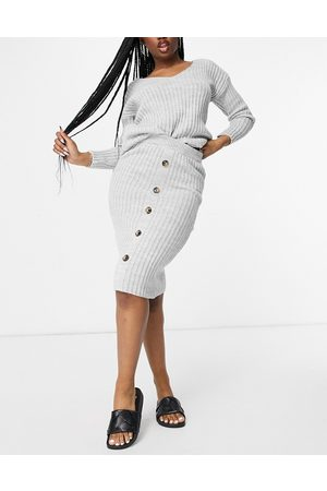 I saw it first Senhora Tops de Cavas - Knitted top and button midi skirt co ord in grey