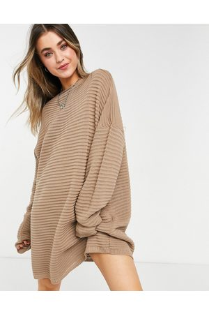 In The Style Senhora Vestidos Casual - X Megan Mckenna knitted slouch off shoulder dress in taupe-Neutral