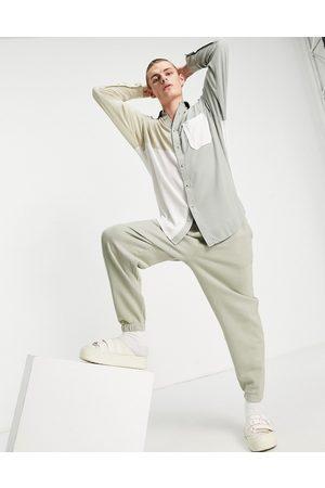 ASOS Homem Casual - Drop shoulder wrinkle viscose oversized shirt in colourblock-Neutral