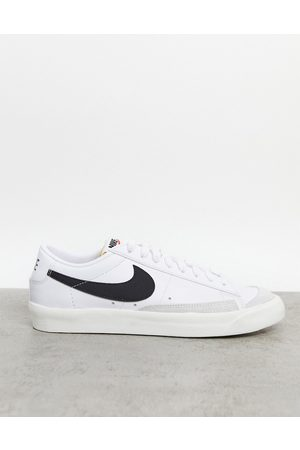 Nike Blazer Low '77 VNTG trainers in white/black