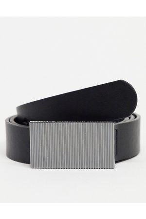 ASOS Homem Cintos - Slim belt in black faux leather with gunmetal plate buckle