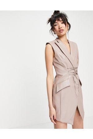 ASOS DESIGN Senhora Vestidos de Cava - PU sleeveless tux mini dress with corset tie detail-Neutral