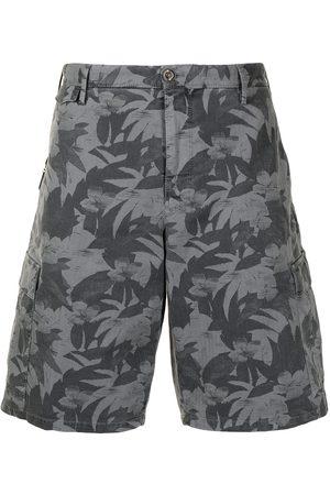 PT01 Homem Bermudas - Leaf-print bermuda shorts