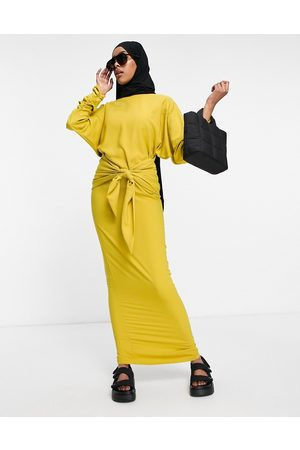 ASOS Senhora Vestidos Casual - Maxi dress with gathered cuff and tie front detail-Gold