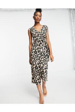 Style Cheat Short sleeve jersey wrap midi dress in beige leopard-Neutral