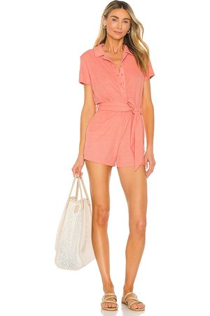 Lovers + Friends Lovers and Friends Anke Romper in - Coral. Size L (also in XXS, XS, S, M, XL).
