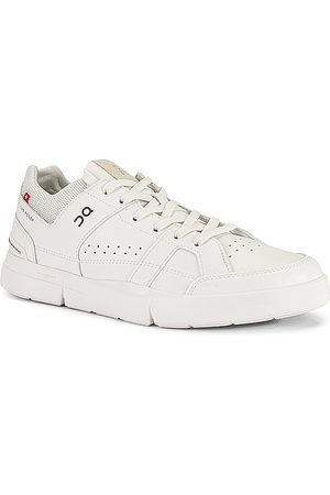 On Running The Roger Clubhouse in - White. Size 10 (also in 8, 8.5, 9, 9.5, 10.5, 11, 12, 13).