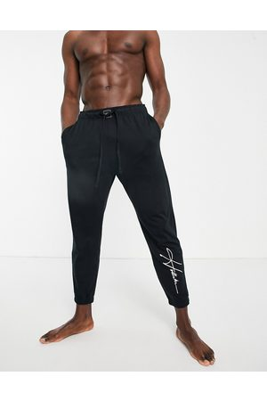 Hollister Lounge jogger in black with script logo
