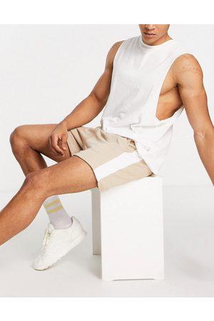 ASOS Homem Calções - Oversized jersey shorts in beige with side stripe-Neutral