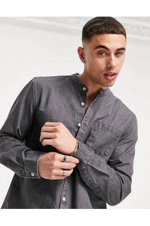 New Look Homem Ganga - Denim shirt with grandad collar in mid grey