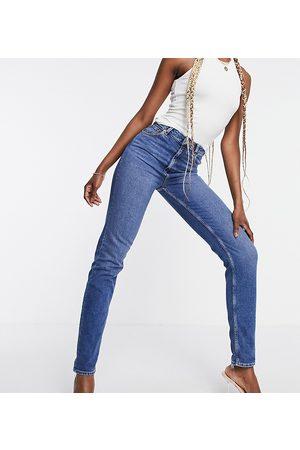 ASOS Senhora Slim - ASOS DESIGN Tall high rise 'farleigh' slim mom jeans in authentic midwash-Blue