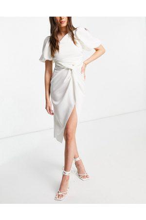 ASOS DESIGN Senhora Vestidos Assimétricos - Asymmetric puff sleeve knot tuck midi dress in ivory-White