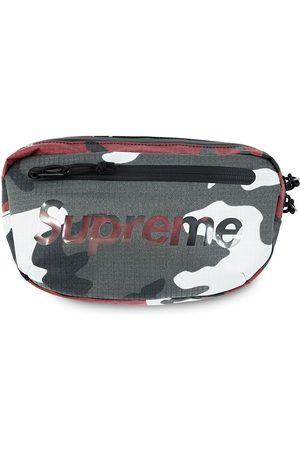 Supreme Cintos - Logo-print belt bag