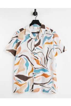 ASOS Homem Casual - Relaxed revere linen mix shirt in abstract print-White