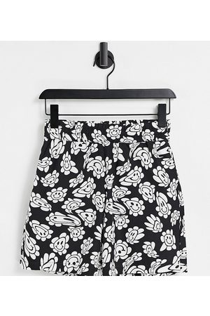 COLLUSION Unisex short with warped print co ord-Black