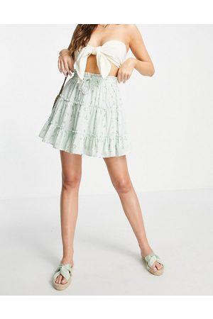 Love Triangle Senhora Saias Estampadas - Tiered smock waist mini skirt in mint floral co-ord-Multi