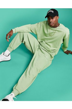 ASOS Actual Homem Joggers - Athleisure relaxed joggers in green with health and wellbeing logo print