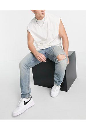 ASOS DESIGN Homem Slim - Cone Mill Denim slim fit 'American classic' jeans in vintage dirty wash blue with knee rip