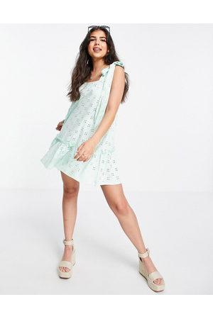 ASOS DESIGN Senhora Vestidos de Verão - Broderie tie strap pep hem mini dress in mint-Green
