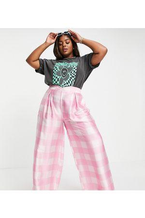 Twisted Wunder Plus Senhora Calças à Boca-de-sino - Wide leg trousers co-ord in pink oversized check-Multi