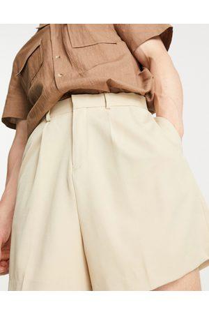 ASOS Homem Bermudas - Cropped bermuda shorts in stone-Neutral
