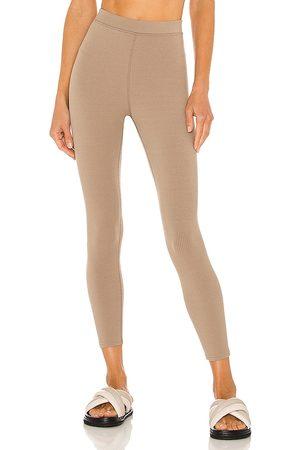 alo Senhora Leggings & Treggings - 7/8 High Waist Blissful Legging in - Grey. Size L (also in XS, S, M).