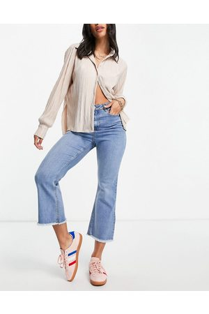 Urban Bliss Senhora Bootcut & Boca-de-sino - High rise cropped flared jeans in bleach wash-Blue