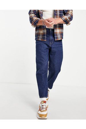Levis Levi's stay loose tapered cropped fit jeans in mid blue wash