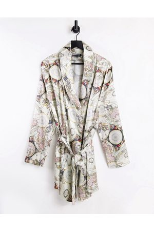 ASOS DESIGN Homem Conforto - Co-ord satin dressing gown with map print-Multi