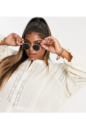 Only Curve Senhora Blusas - Blouse with lace inserts and volume sleeves in cream-White