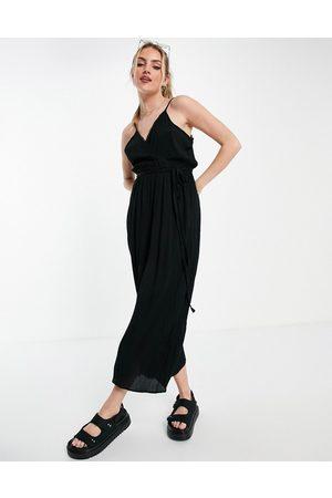 ASOS DESIGN Senhora Macacões Curtos - Wrap front cami culotte trim jumpsuit in black