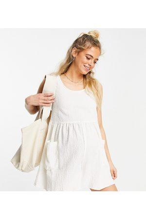 ASOS Maternity Senhora Macacões Curtos - ASOS DESIGN maternity smock sleeveless textured playsuit with pockets in cream-White