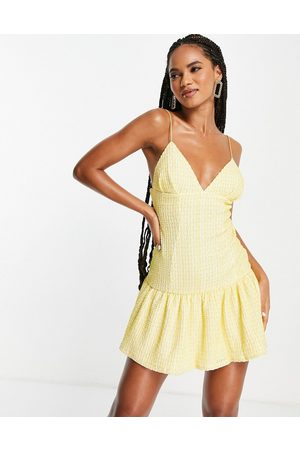 ASOS Senhora Vestidos de Festa - Cami plunge textured pep mini dress in yellow