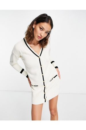 ASOS Senhora Vestidos Casual - Knitted mini dress with tipped detail in cream-White