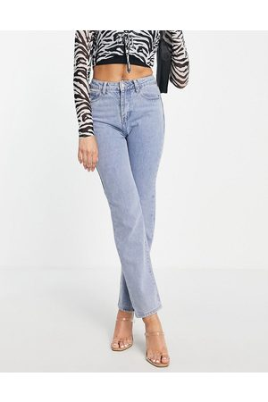 In The Style Senhora Retos - X Yasmin Chanel straight leg jean in blue