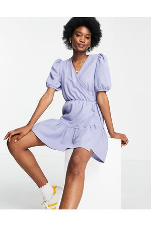 & OTHER STORIES Senhora Vestidos Casual - Organic blend cotton jersey wrap tiered mini dress in dusty blue