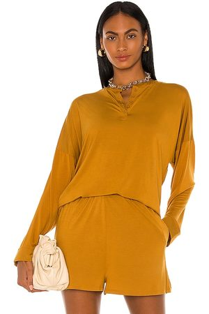 L'Academie Brent Top in - Brown. Size L (also in M, S, XL, XS).