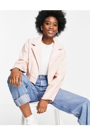 ASOS Senhora Casacos de Pele - Glam cropped faux leather jacket in pink