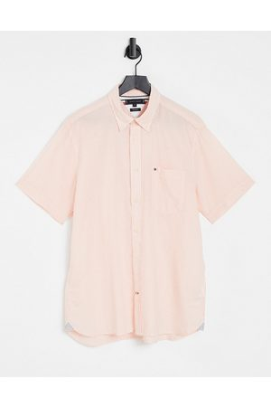 Tommy Hilfiger Homem Manga curta - Short sleeve classic icon logo seersucker stripe shirt in summer sunset/white-Pink