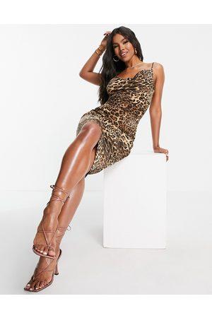 I saw it first Senhora Vestidos de Festa - Satin cowl neck tie back mini dress in leopard print-Brown
